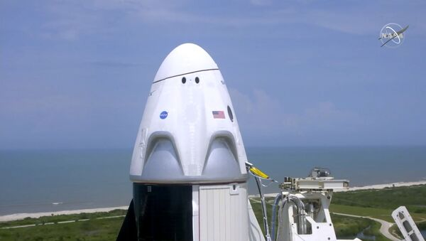 初の民間人宇宙旅行者 クルードラゴンでISSへ向かう3人が契約にサイン - Sputnik 日本
