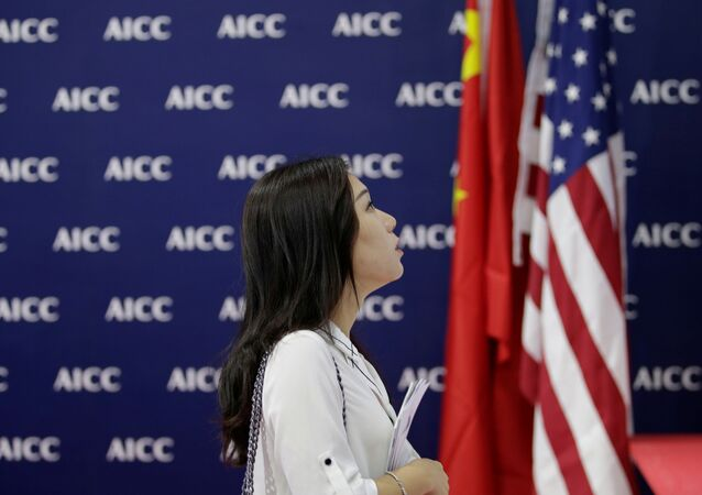 中国と米国の旗