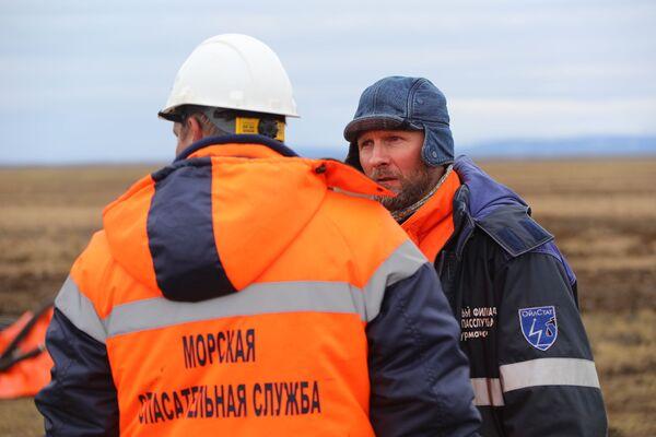 現場で除染作業にあたる海洋救助局の職員 - Sputnik 日本