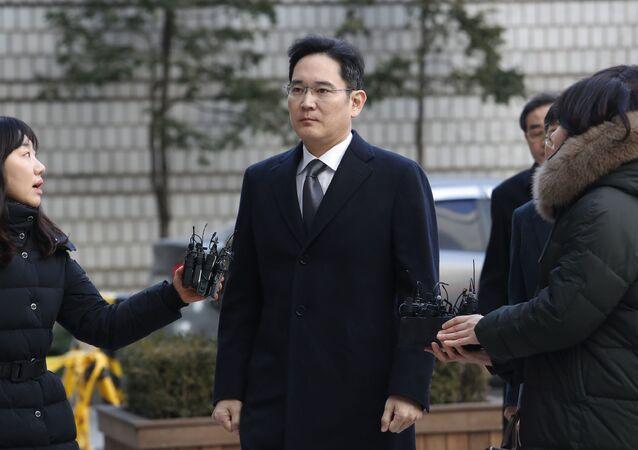 サムスン電子副会長、13日仮釈放