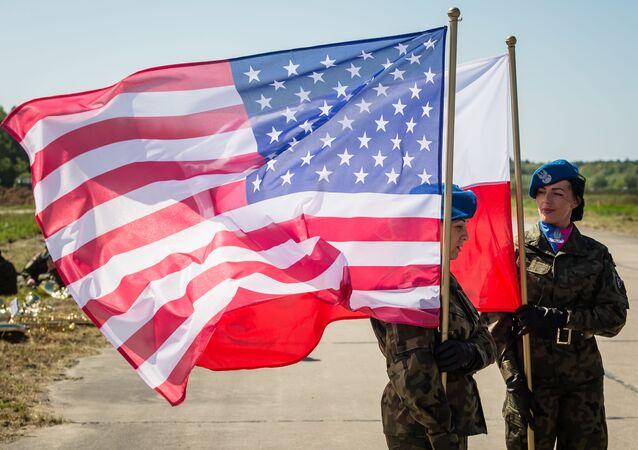 米国・ポーランドの旗