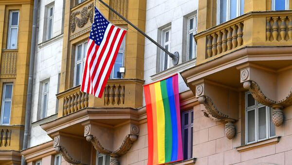 Флаг ЛГБТ-сообщества на здании посольства США в Москве - Sputnik 日本