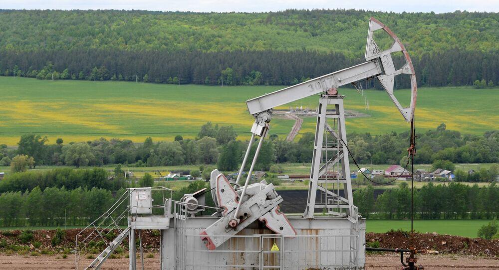 原油価格はこの先上昇へ アナリストらの予測