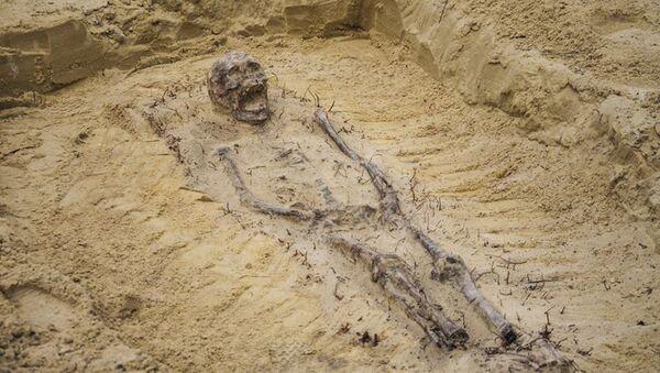口に硬貨を入れた児童の遺体  ポーランドで数百体が発見 - Sputnik 日本