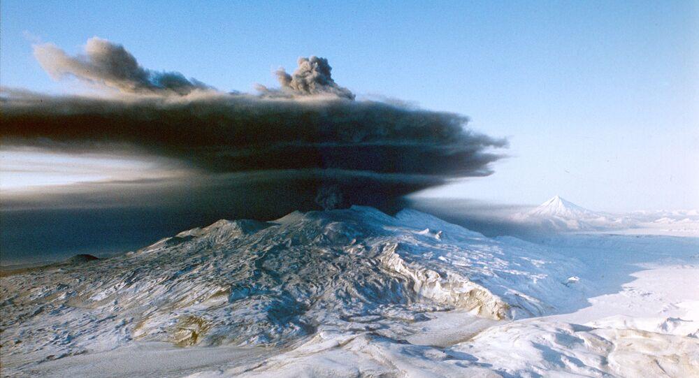 カムチャツカでクリュチェフスコイ火山が噴火、火山灰の高さは6キロに