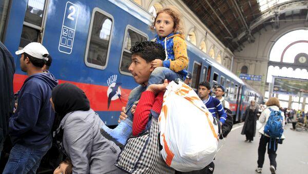 「人身密輸」:クロアチア警察に護送された難民列車、ハンガリーで拘束 - Sputnik 日本