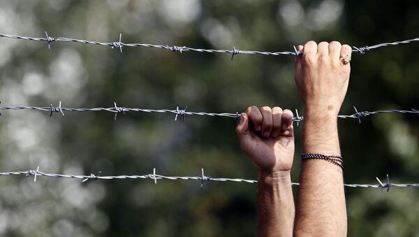 ハンガリー、クロアチアとの国境に壁を築く、難民流入を防ぐため - Sputnik 日本